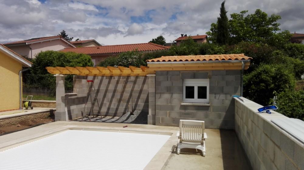 Charpente pool house pergola tuile menuiserie fagot - Photos pool house piscine ...